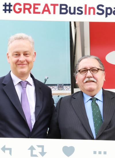 Simon Manley, embajador del Reino Unido, y Manuel Teruel, presidente de Cámara Zaragoza.