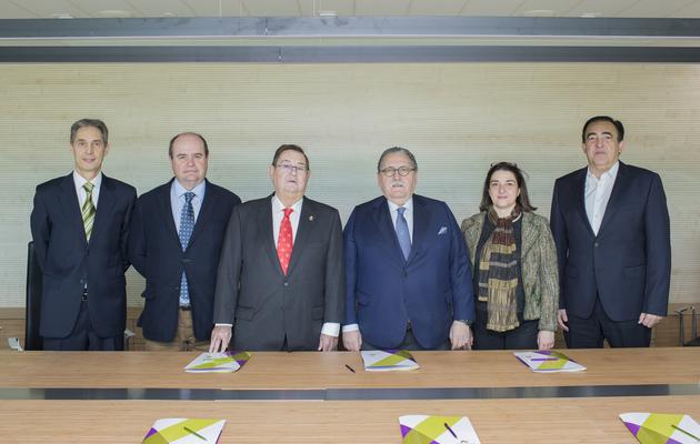 Los representantes de Cámara Zaragoza junto a responsables de Novaltia.