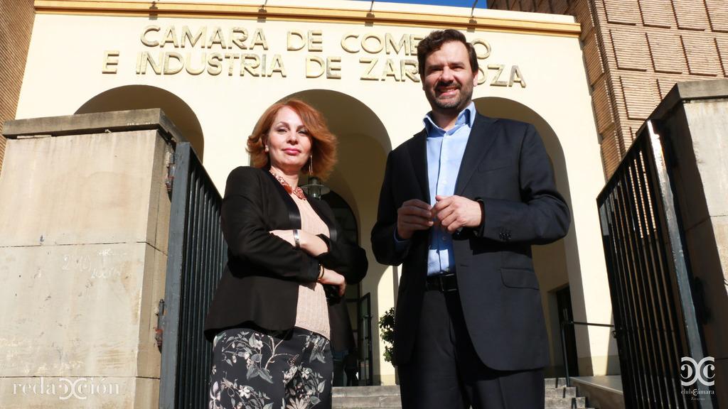 Carmen Herrarte y Mariano Espallargas, a las puertas de Cámara Zaragoza.