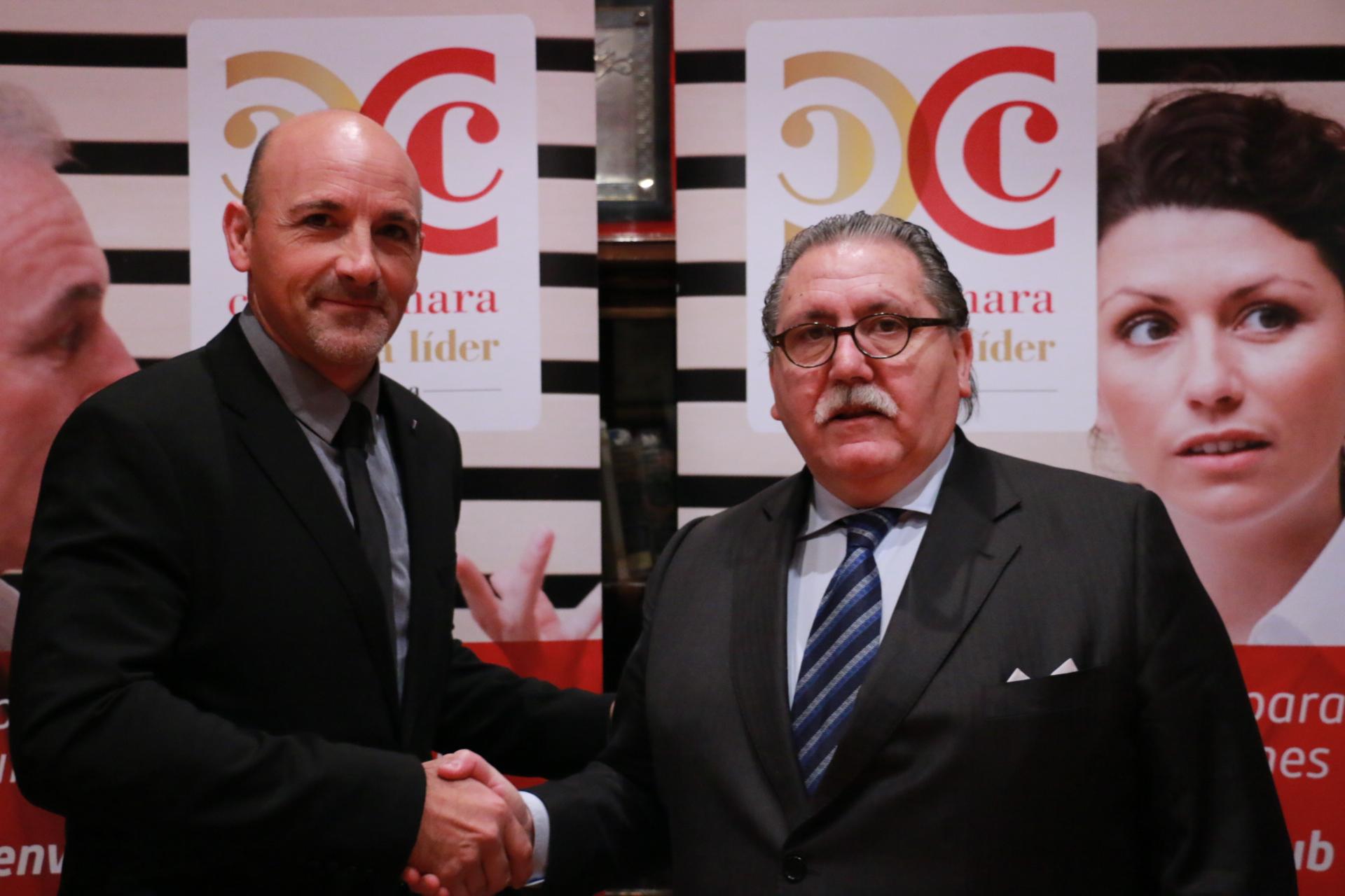 José Antonio López, director general de Zalux, con Manuel Teruel, presidente de Cámara Zaragoza.