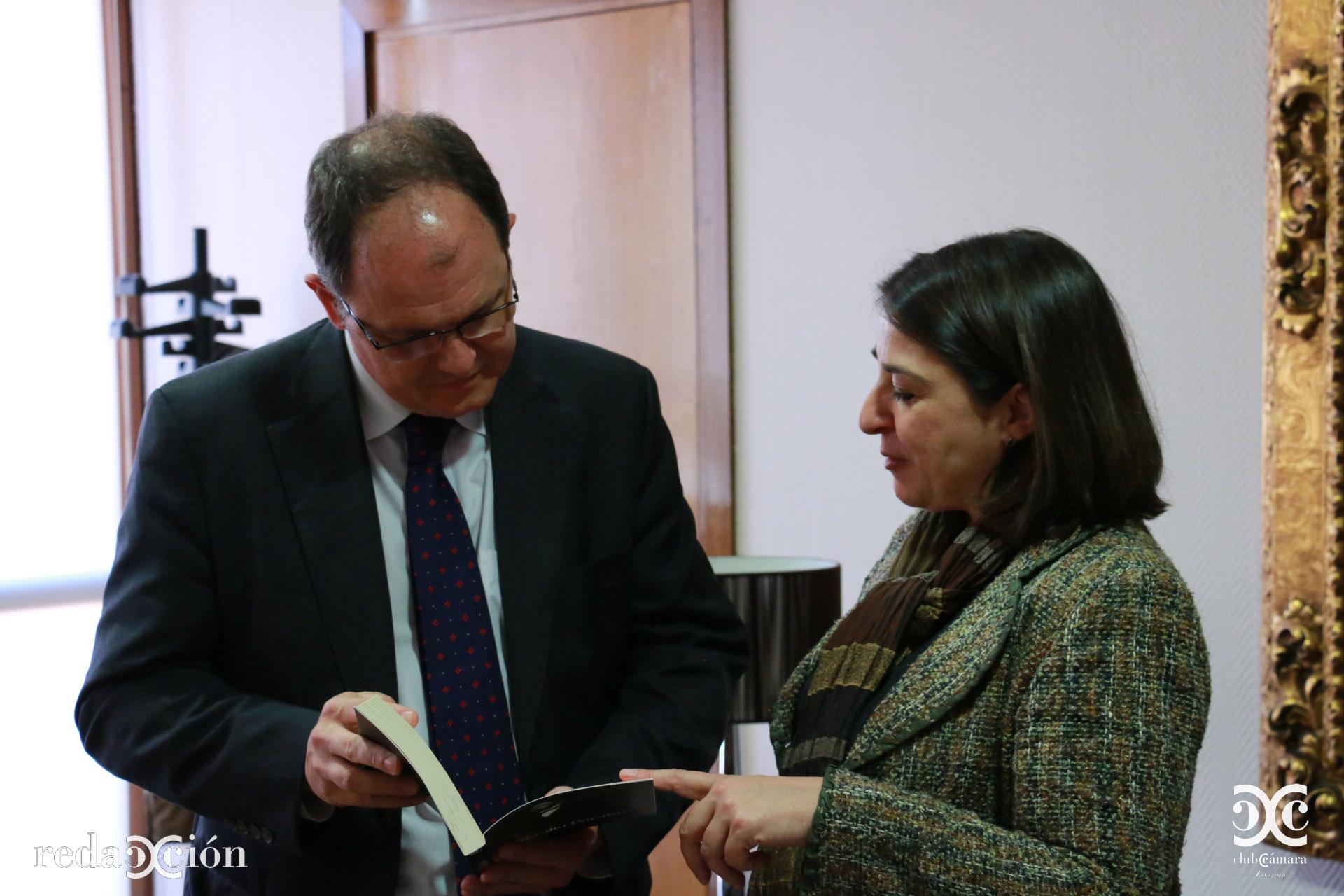 David Vegara junto a Isabel Lecina.