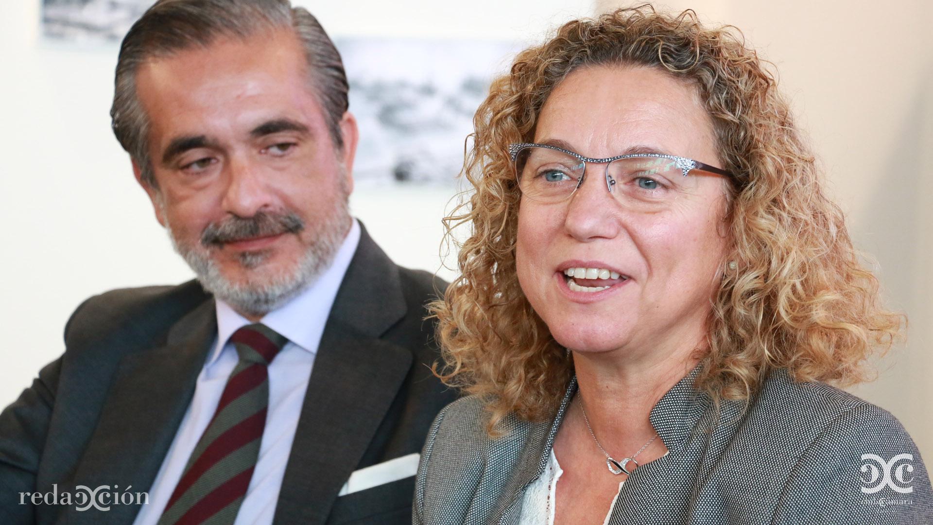Rafael Hernández de Santiago y Clara Arpa.