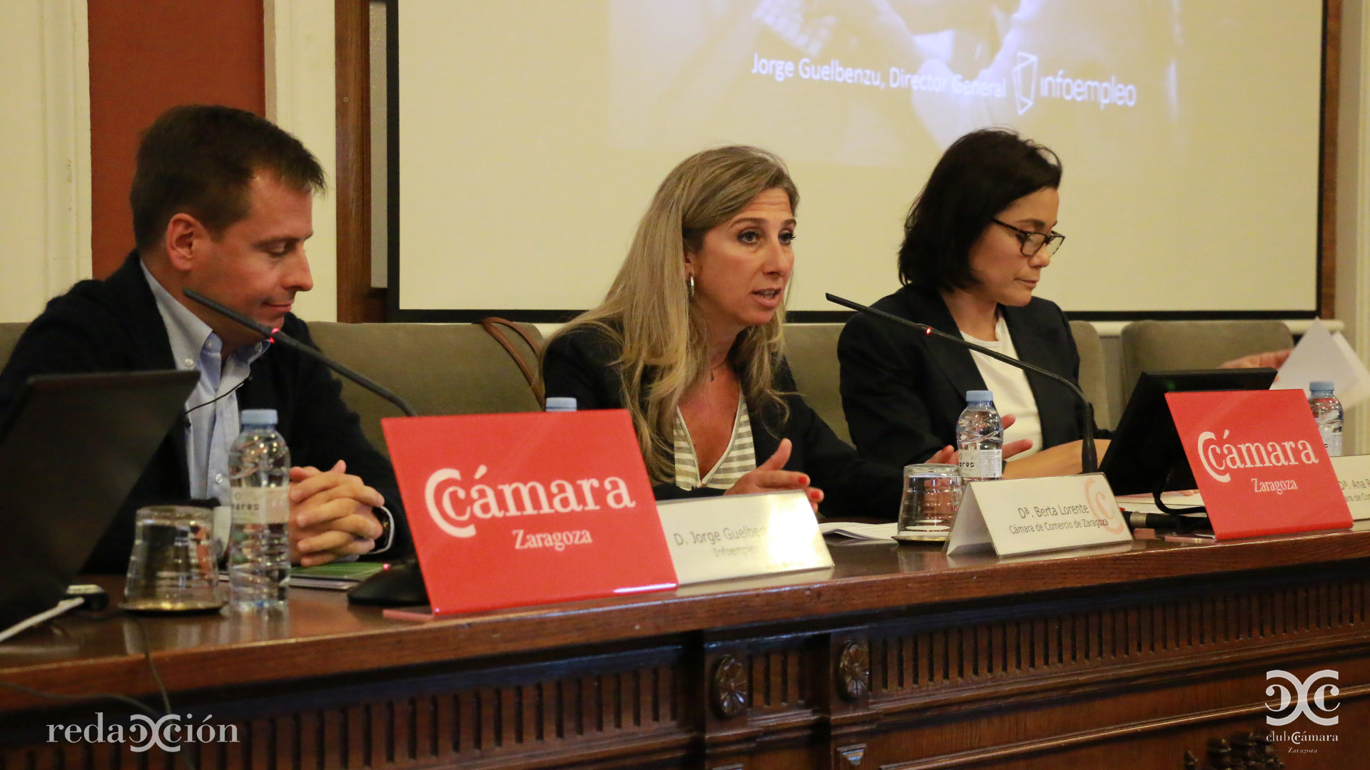Berta Lorente, en el centro.