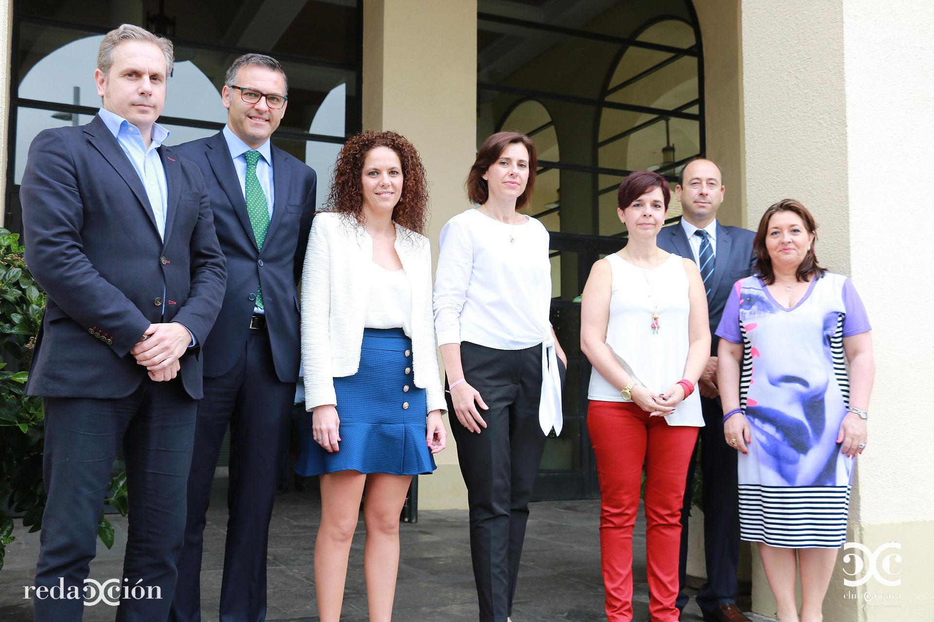 Francisco Olivares, Javier Andonegui, Tania Grande, Paula Yago, Pilar Fernández, Óscar Landeta y Nieves Ágreda.