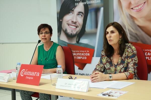 Pilar Fernández y Ana Muñoz, de Cámara Zaragoza, durante la presentación de la feria.