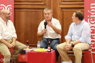 Ricardo Lop, escoltado por Ramón Añaños y Eduardo Paz. Fotos: Arturo Gascón