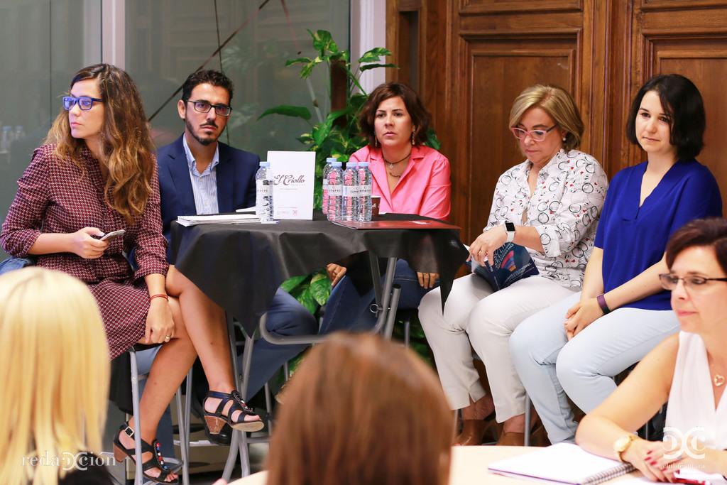 Los invitados siguieron la entrevista desde el Hospitality Corner de El Criollo: Mariela Gómez, de Polux Solutions; Íñigo Ruiz-Capillas, de Transportes Sesé; Marta Leciñena, de Kids&Us;; Blanca Fernández-Galiano, de Vitalia; y Marta Ruiz Peña, de El Criollo.
