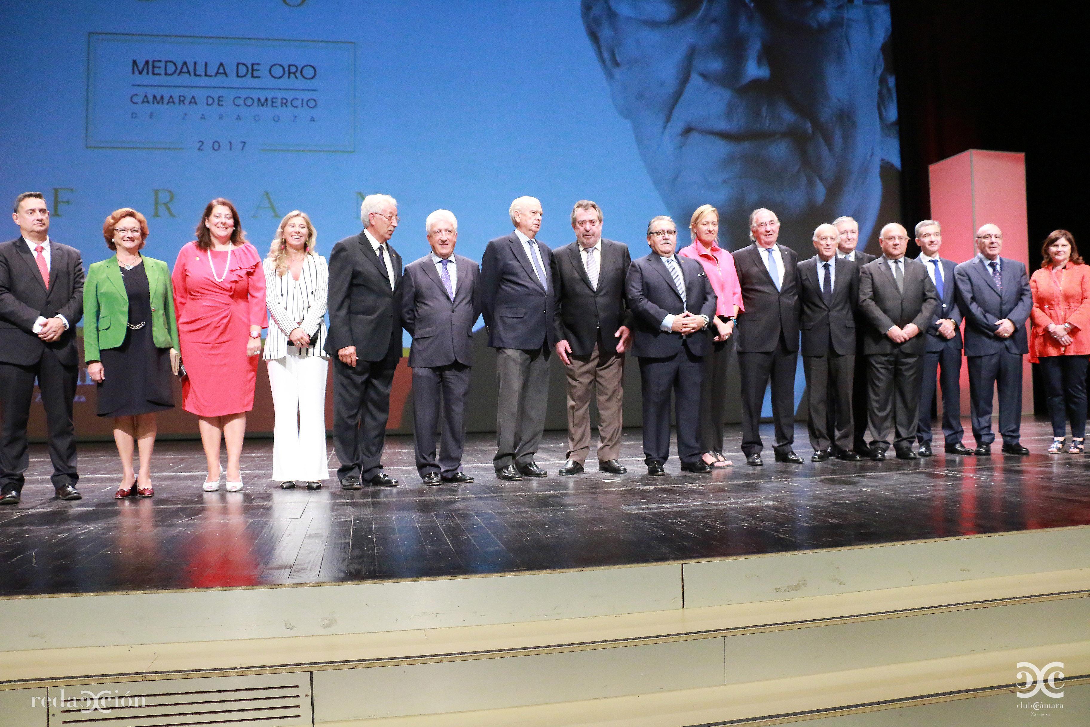 Amado Franco, acompañado de representantes sociales y políticos de la comunidad.