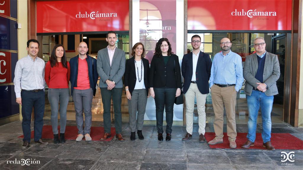 Foto de familia de participantes y público de Experiencias de Redacción: Industria 4.0.