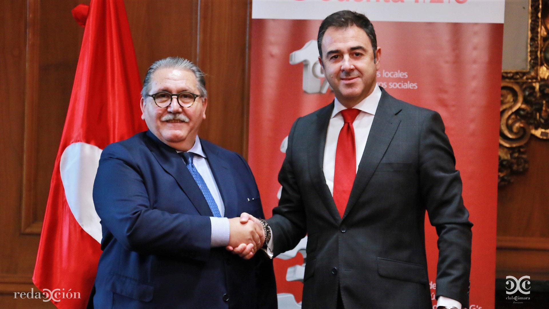 Manuel Teruel junto a Javier Gallardo, director territorial del Banco Santander en Aragón.