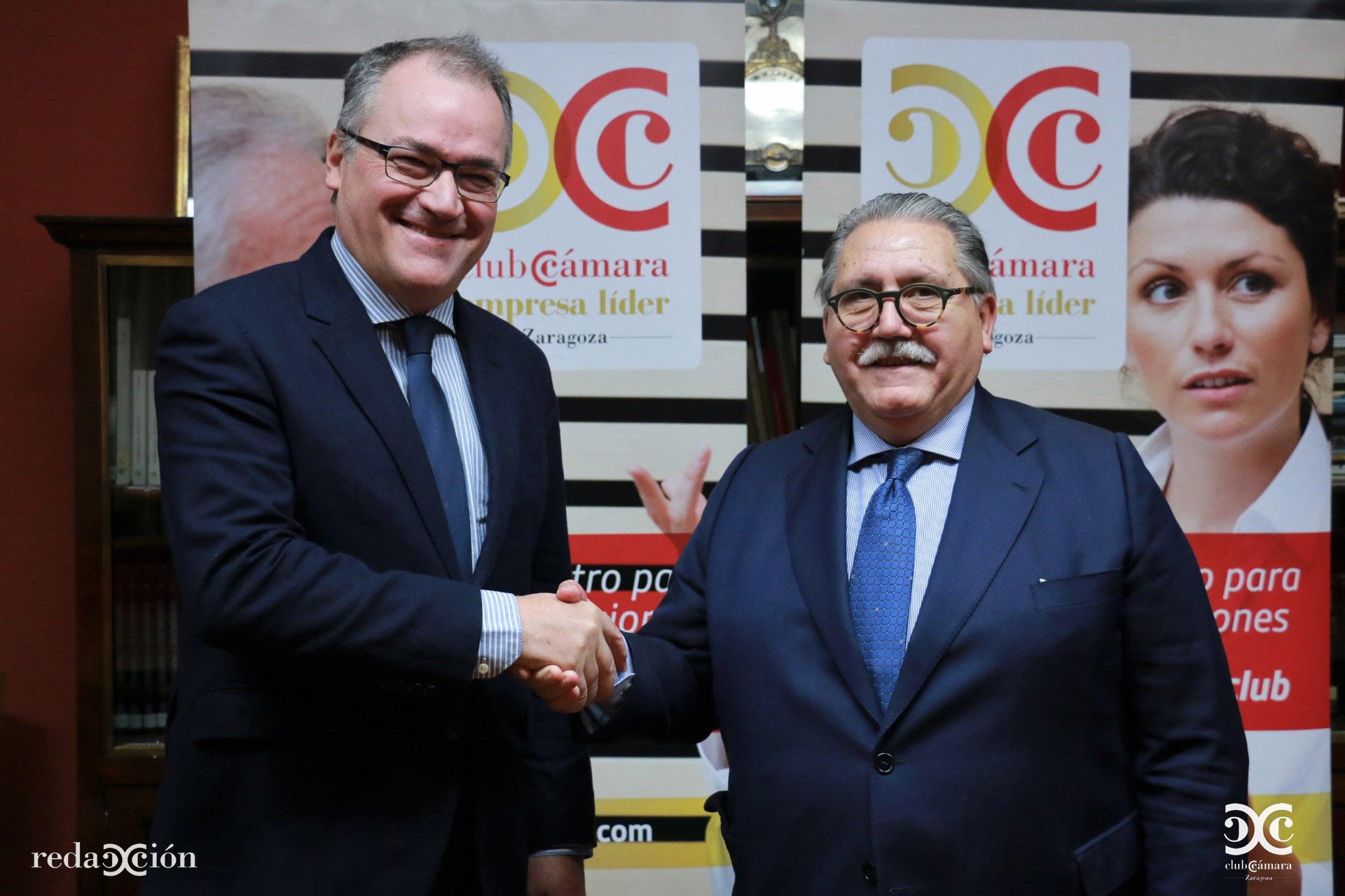 Ignacio Blanco, director territorial de Endesa en Aragón, con el presidente de Cámara Zaragoza, Manuel Teruel,.