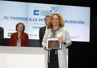 Clara Arpa, en el momento de recibir el premio del Club de Exportadores.