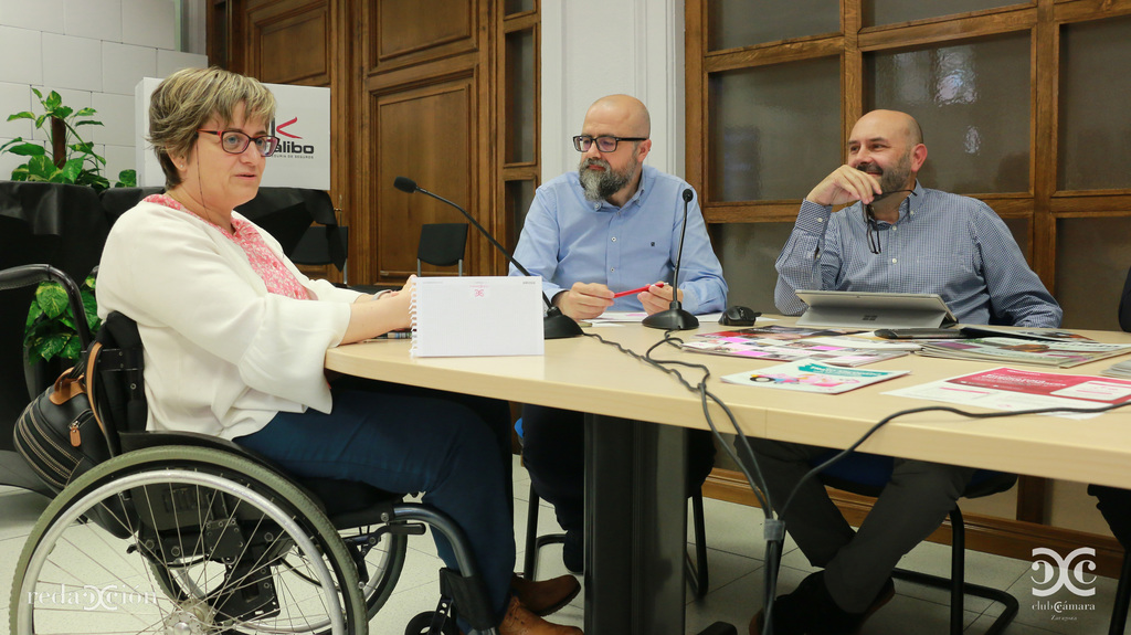 Marta Valencia, junto a Juan Royo y Ramón Añaños.